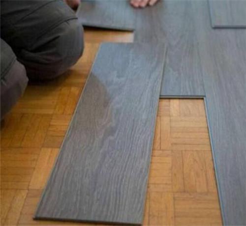 瓷砖上面可以直接铺木地板吗?